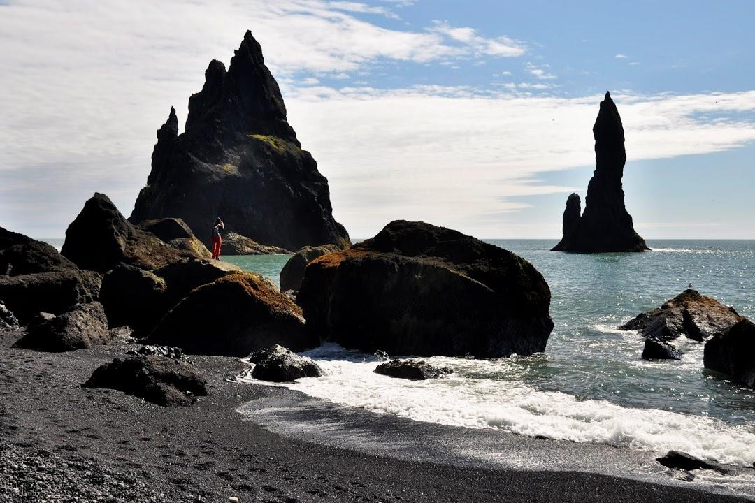 Vík- skalní jehly Reynisdrangar