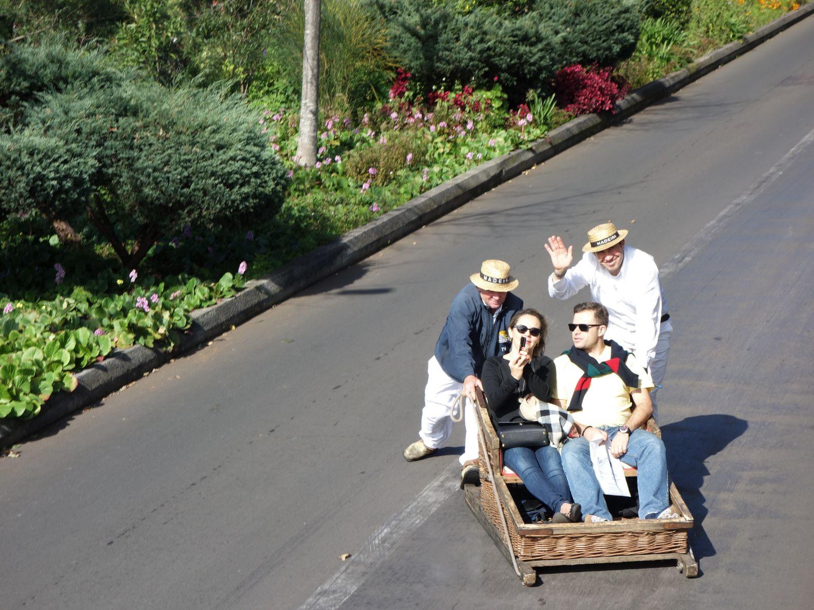 Dřevěné saně a adrenalinový sjezd z Monte do Funchalu
