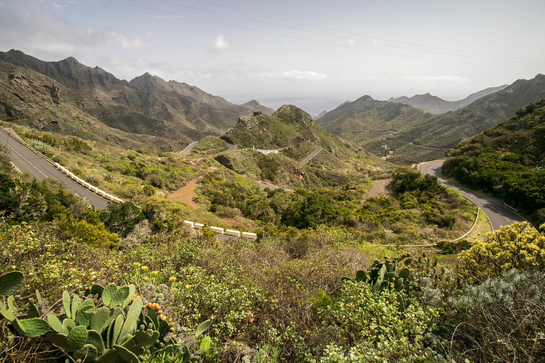 Silnice stoupající do hor Anaga na severovýchodě ostrova Tenerife