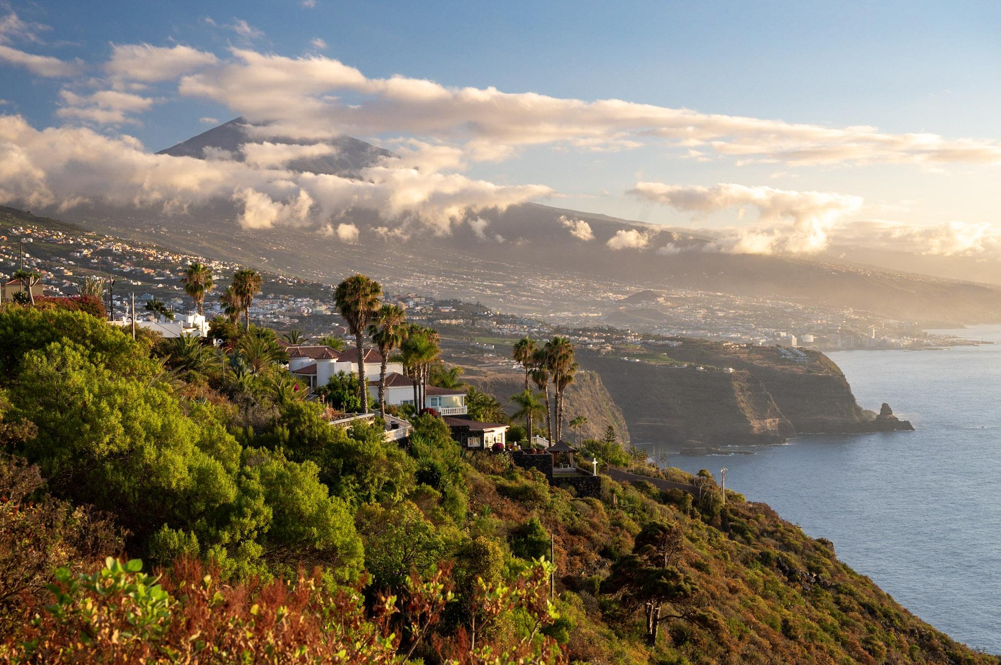 Nejvyšší vrchol Kanárských ostrovů Pico del Teide dominuje ostrovu Tenerife