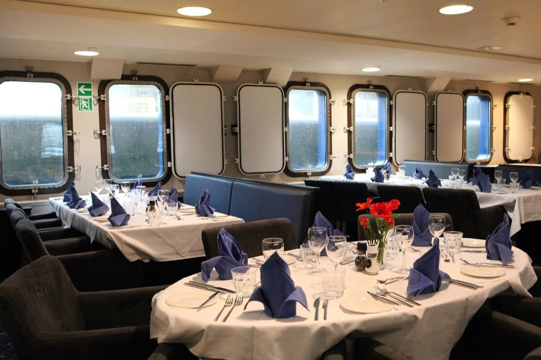Restaurace na lodi