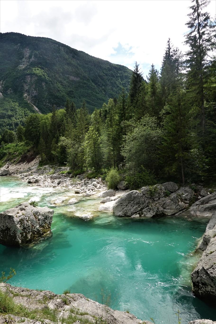 Řeka Soča je podle mnohých nejkrásnější řekou v Evropě