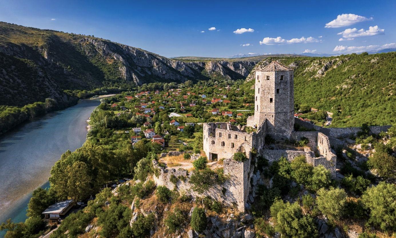 Historické město Počitelj nad řekou Neretvou