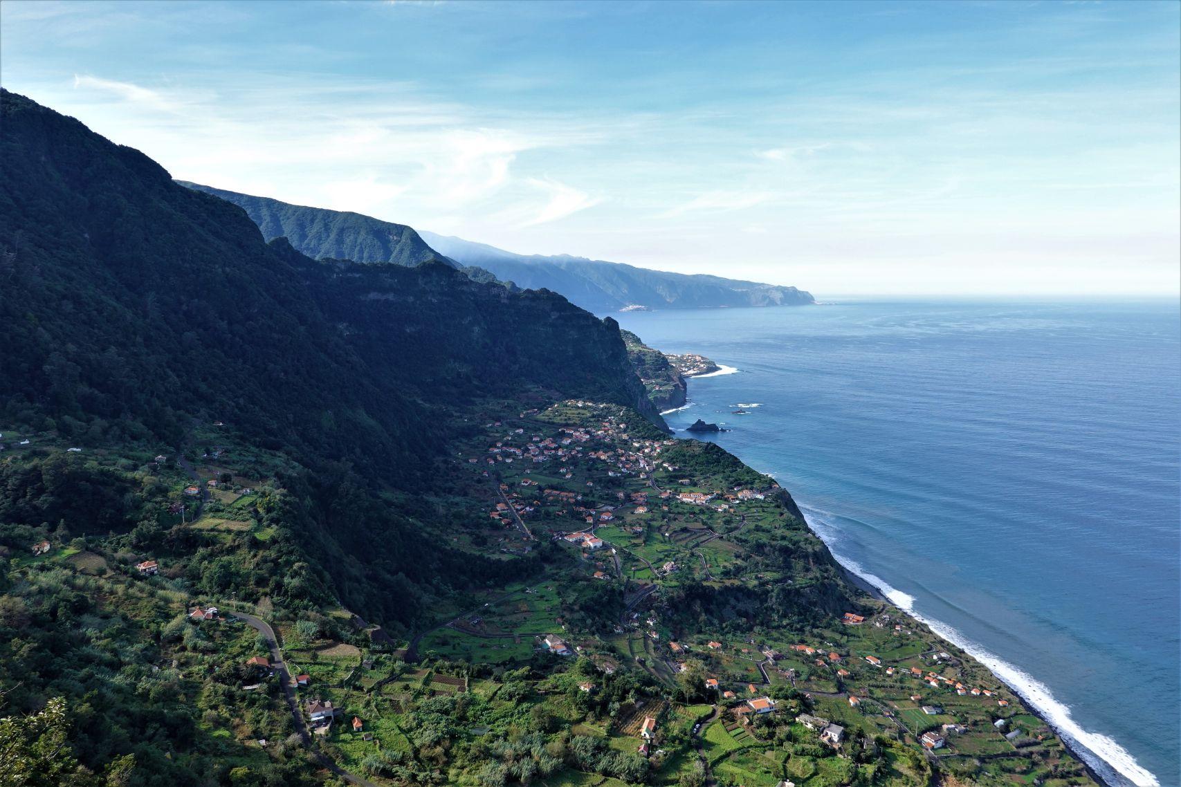Severní pobřeží Madeiry za jasného dne