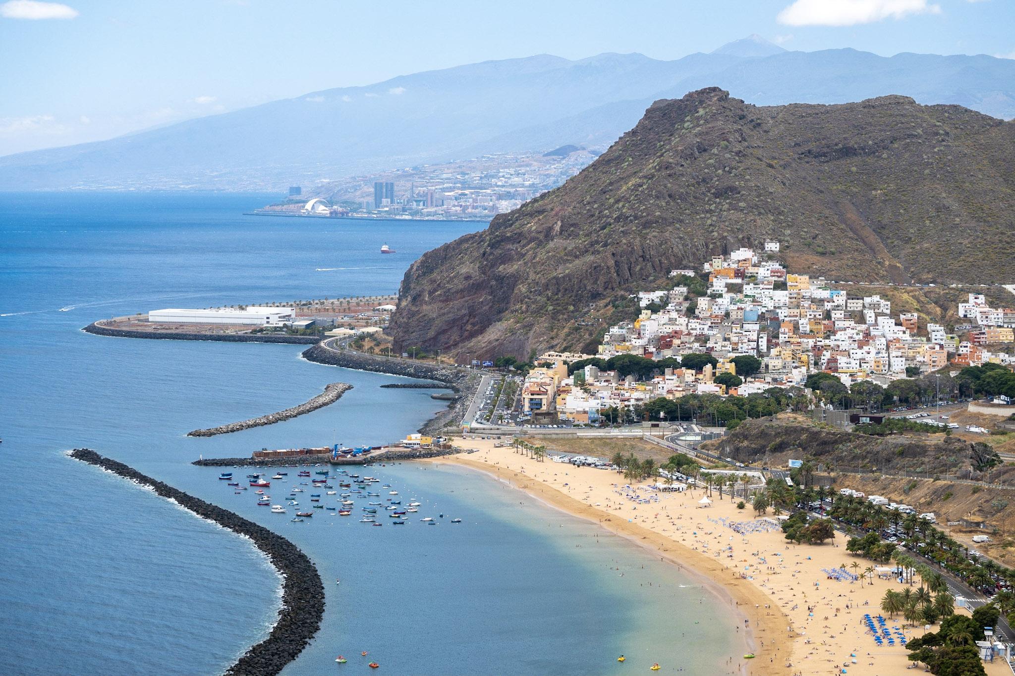 Koupání a krásné písečné pláže k Tenerife také neodmyslitelně patří
