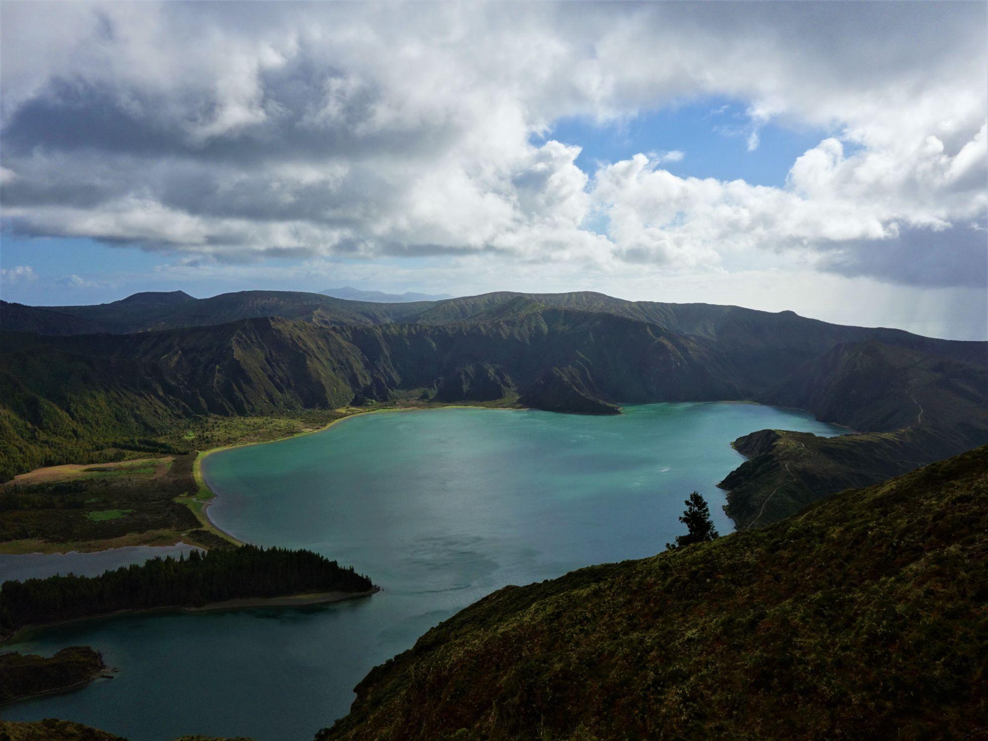 Ohnivé jezero Lagoa do Fogo