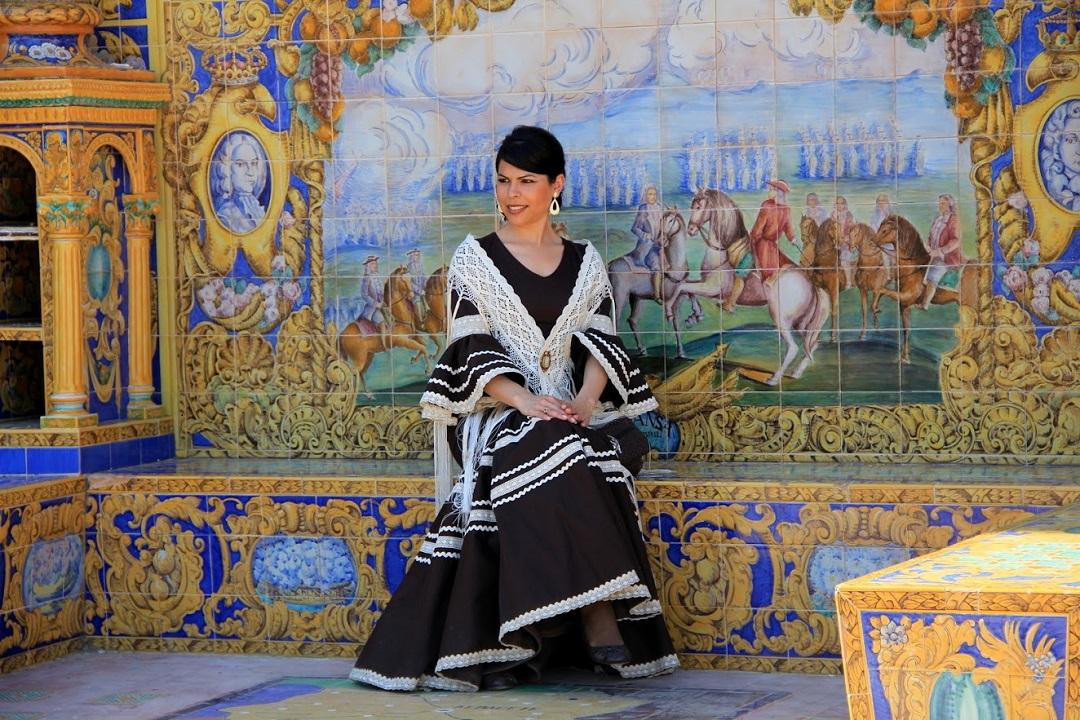Andalusie - to jsou i mozaiky z kachlíků a krásné ženy