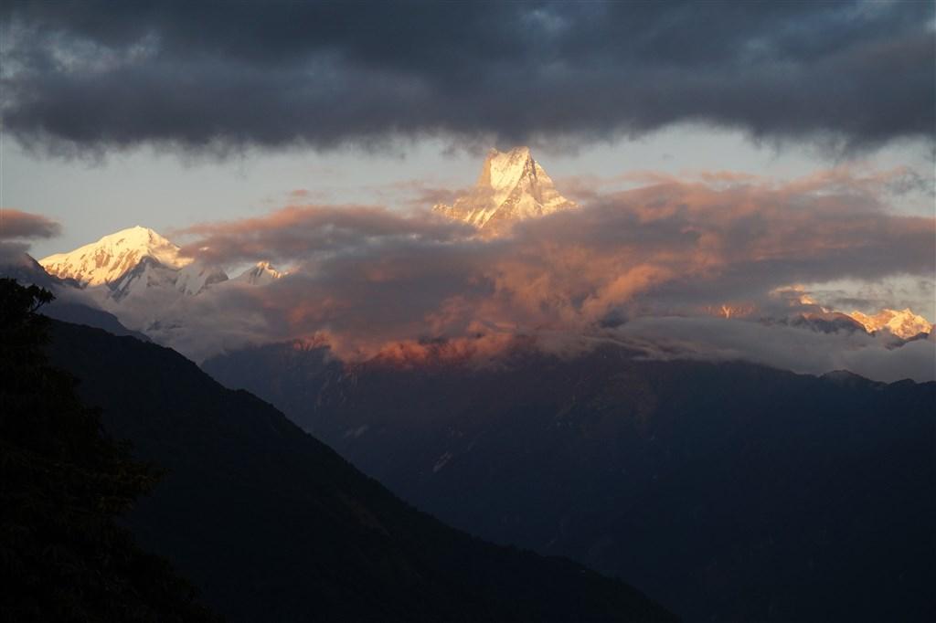 NEPÁL - SVĚT OSMITISÍCOVELs nenáročným okruhem pod Annapurnou (199363)