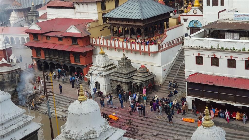 NEPÁL - SVĚT OSMITISÍCOVELs nenáročným okruhem pod Annapurnou (295202)