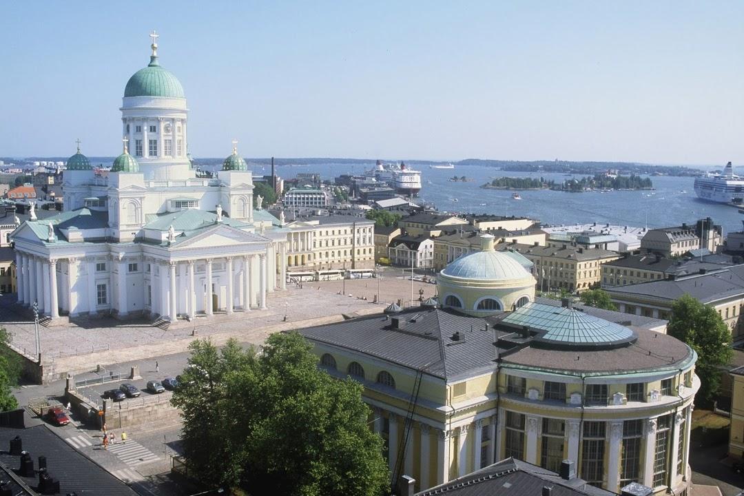 Katedrála Tuomiokirkko a Senátní náměstí