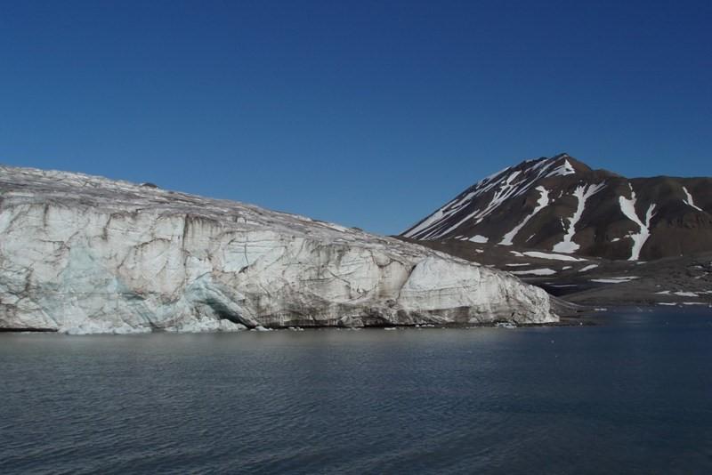Ledovec, který je k vidění při cestě do Barentsburgu