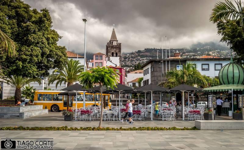 Náměstí s kaskádovitou scenérií Funchalu