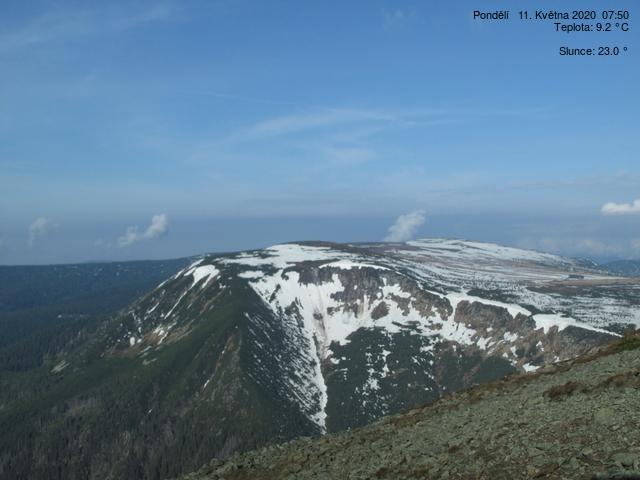 Pohled ze Sněžky k Luční boudě