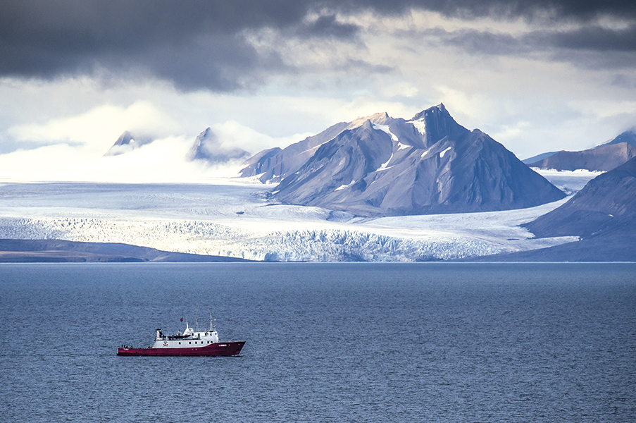 Výlet lodí k ledovci Esmarksbreen