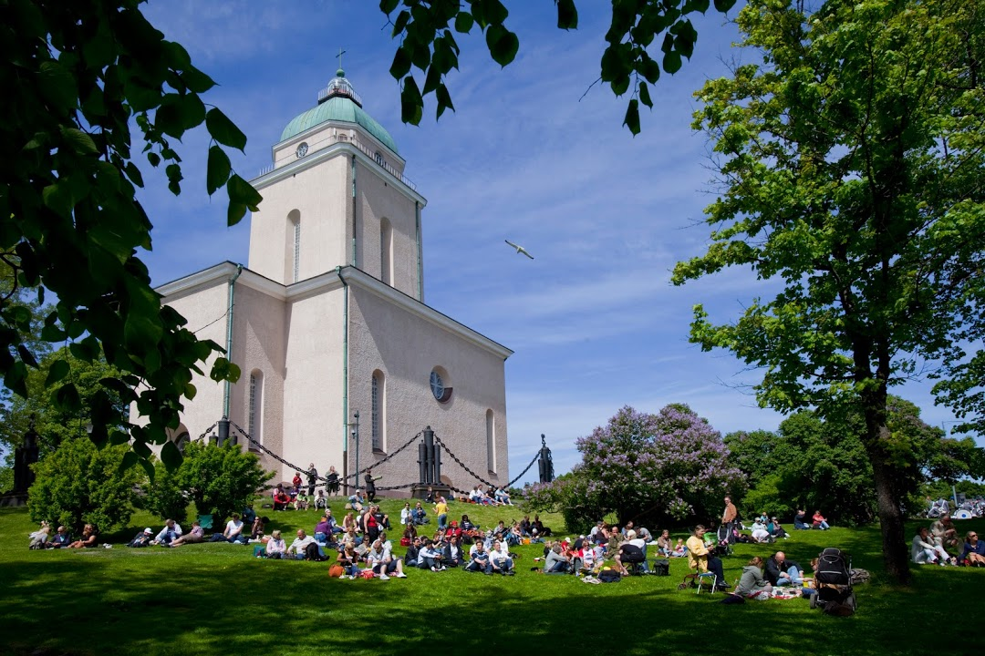 Suomelinna church