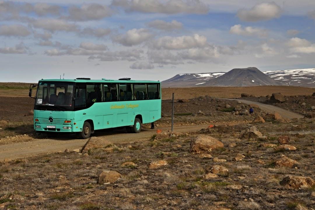 Terénní autobus na cestě do Duhových hor