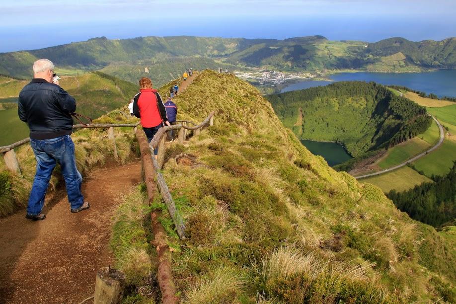 Trek s pohledem na kaldery
