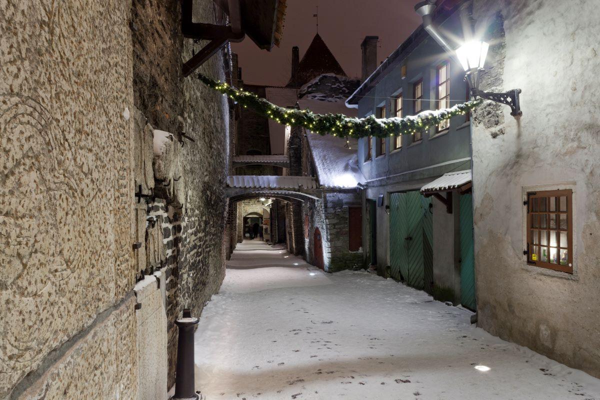 Uličky zimního Tallinnu