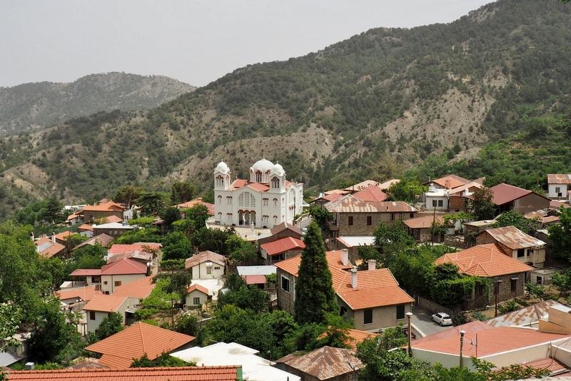 Vesnička Pedoulas  v pohoří Trodos
