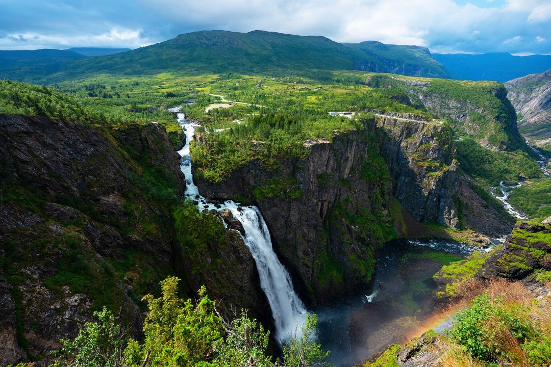 Vyhlídky na vodopády Voringfossen na okraji náhorní plošiny Hardangervidda