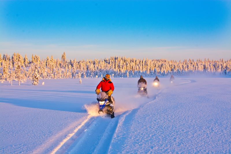 Výlet na sněžných skútrech