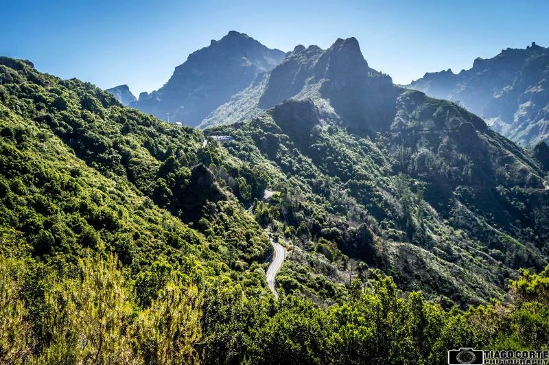 Z oblasti Encumeada lze vidět jižní i severní pobřeží Madeiry