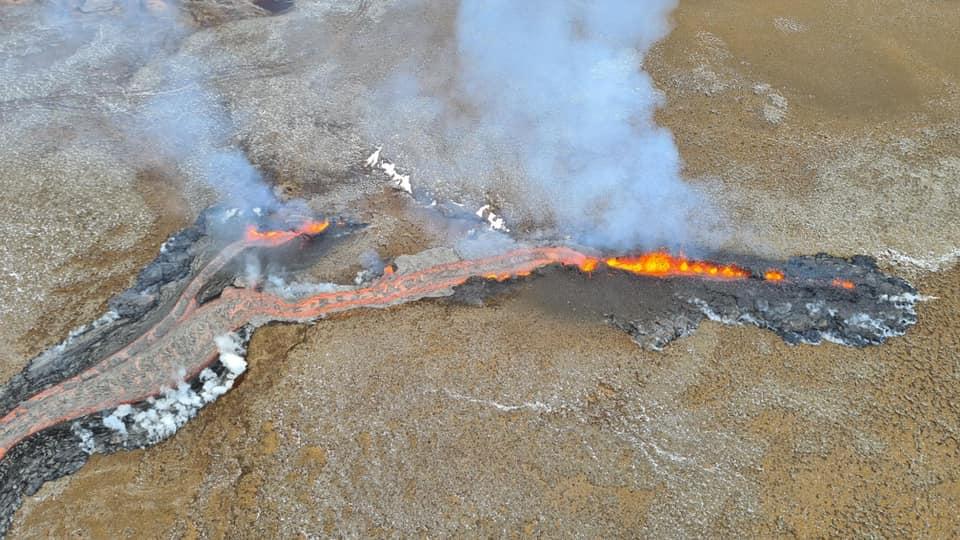 Z průběhu počátku erupce v roce 2021