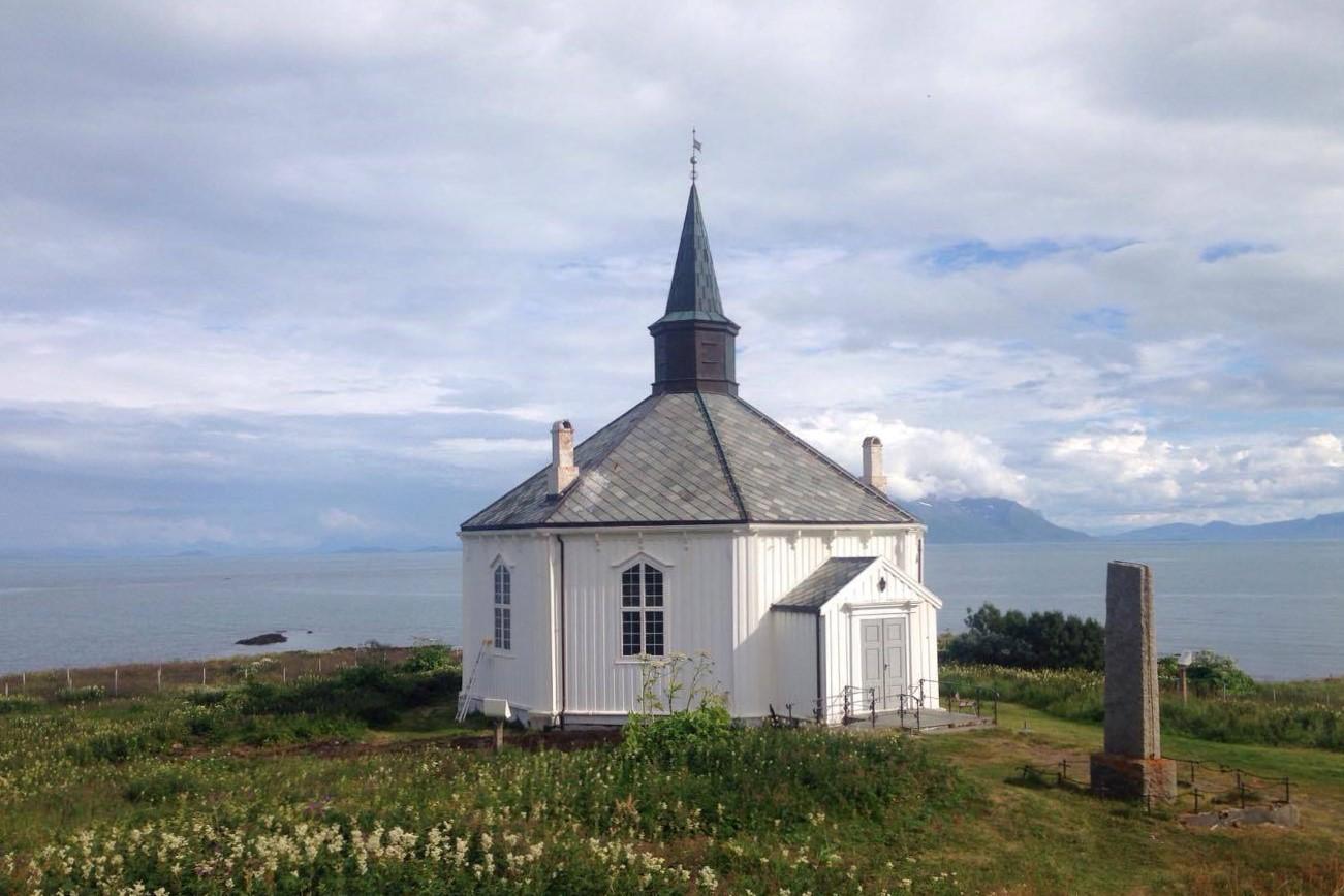 Kostel Dverberg na ostrově Andoya