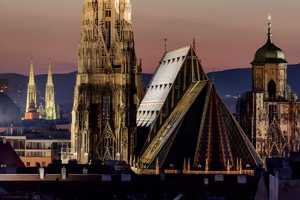 Vídeň / Vídeň - střechy katedrály Sv. Štěpána