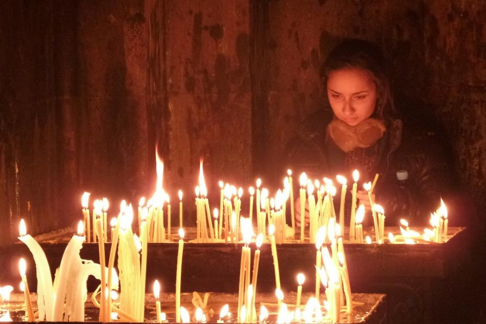 Modlitba v klášteře Geghard