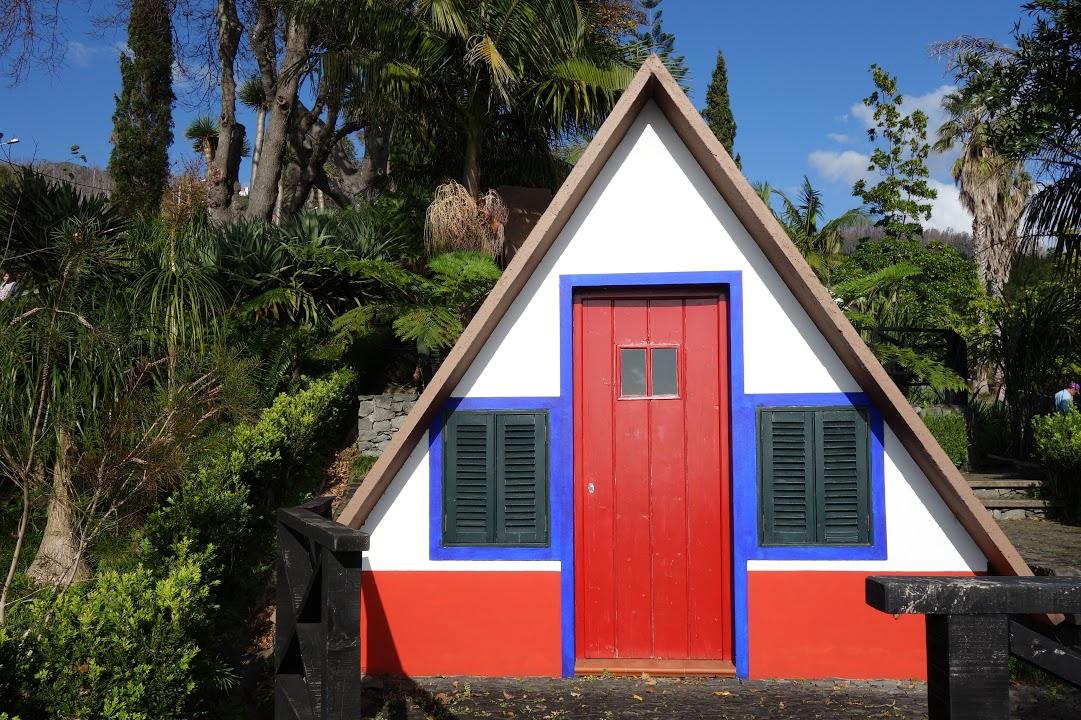 Typický domeček ve tvaru A v Santaně