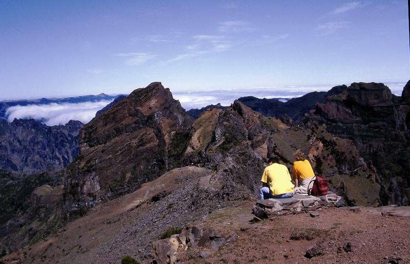 Nejvy��� partie Madeiry dosahuj� 1 800 metr� nad mo�e.