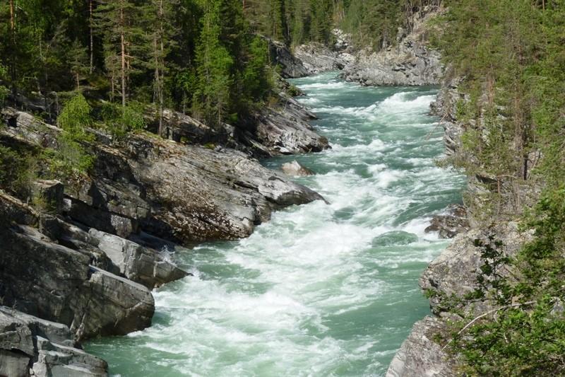 Ledovcová řeka Sjoa pod NP Jotunheimen
