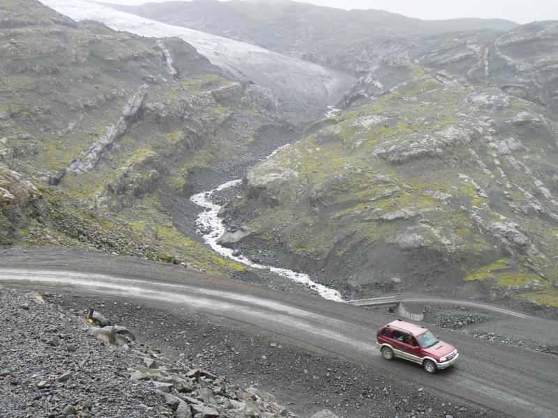 Průjezd pod ledovcem