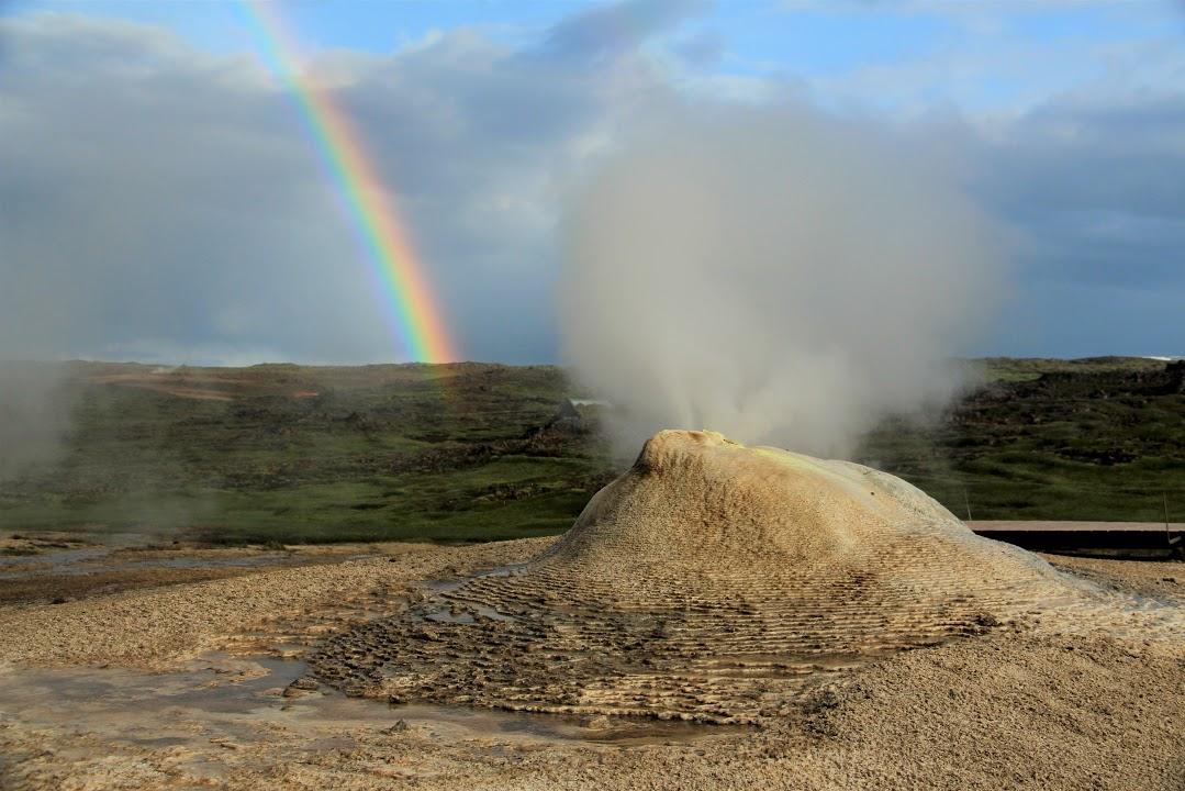 Fumarola v geotermální oblasti Hveravellir