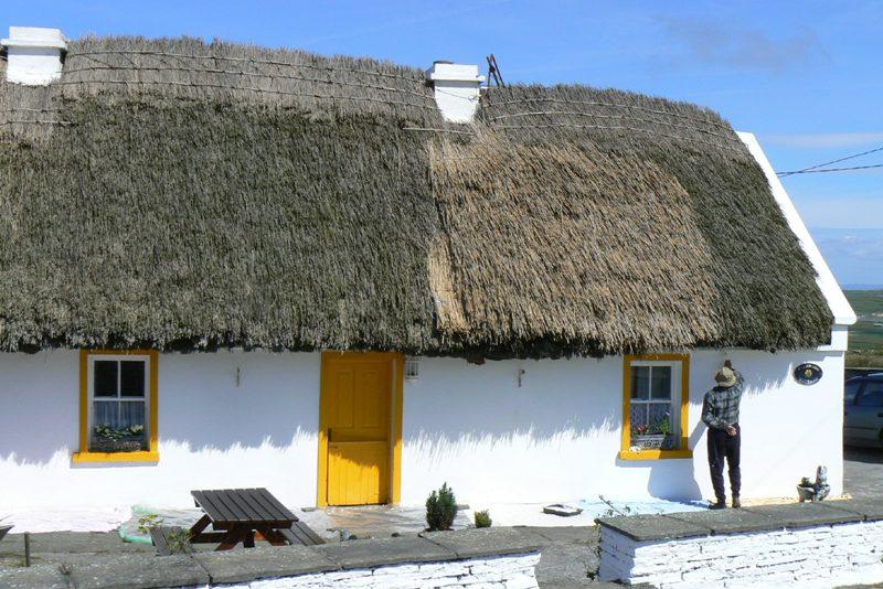 Domek se slámovou střechou