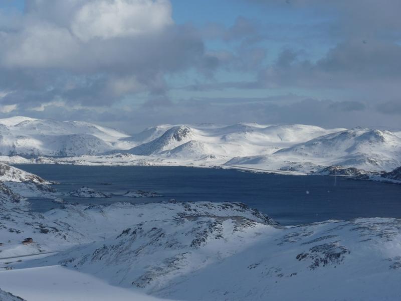 Dechberoucí scenérie horských vrcholů s ledovci