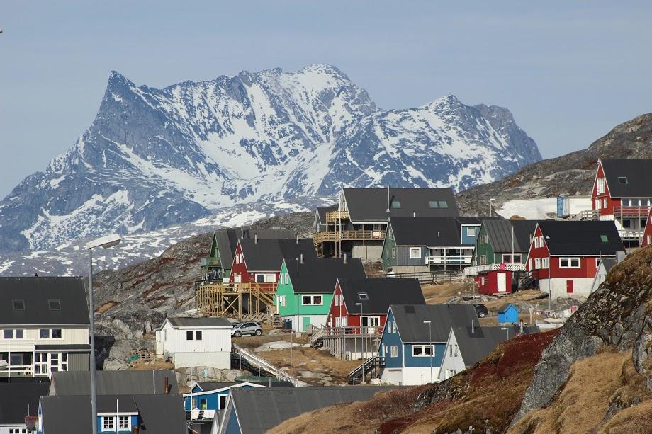 Typické barevné domky ve městě Nuuk