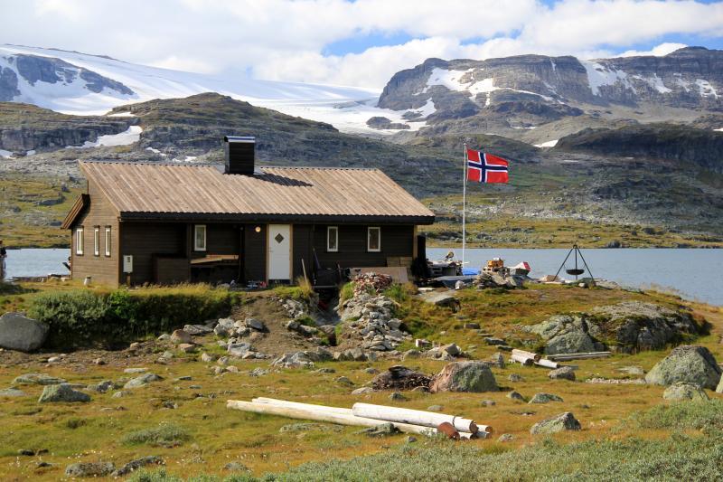 Horská chata u jezera Finse