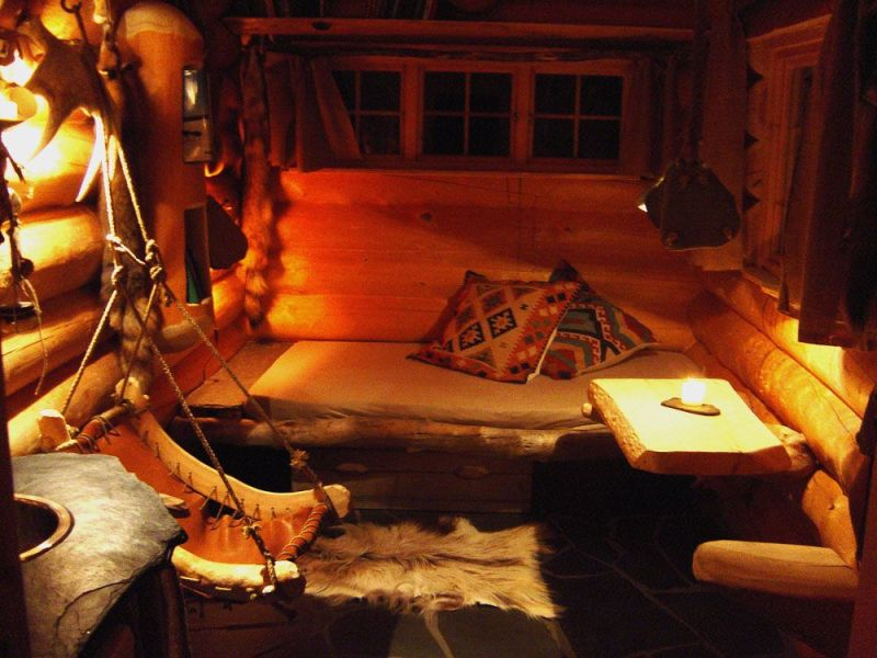 Interiér srubu v Engholm Husky