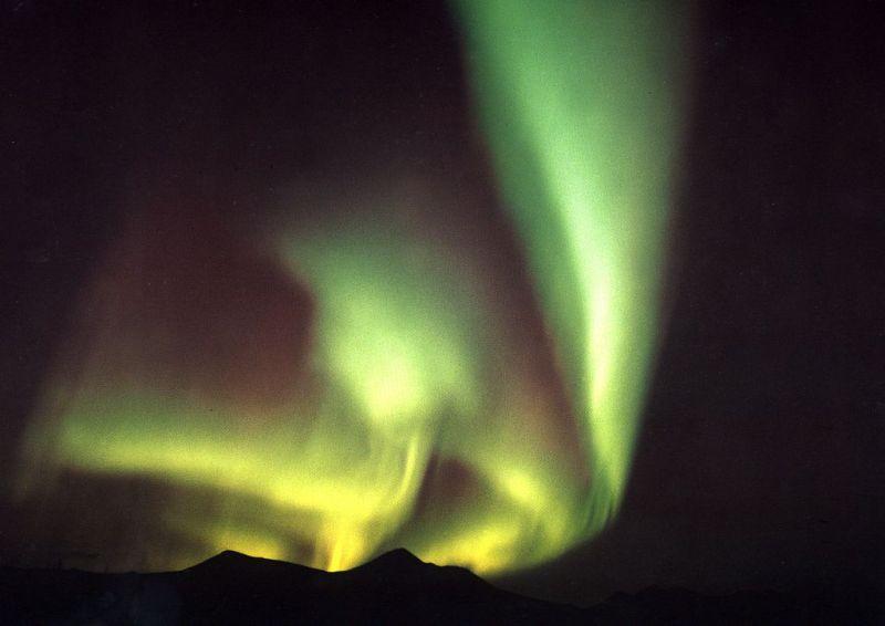 Jedinečné scenérie polární záře v Engholm Husky