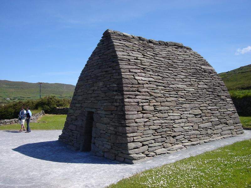 Kaple Gallarus Oratory je postavena z kamenů kladených na sucho