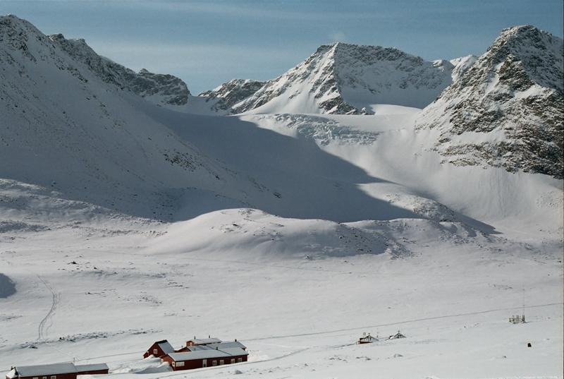 Ledovec naproti chatě Tarfala