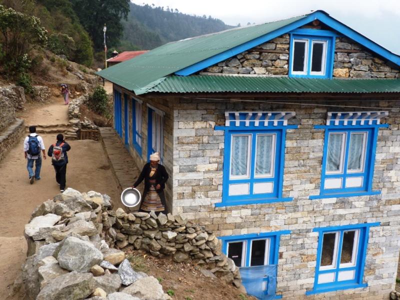 Nepál / lodge vnižších partiích treku