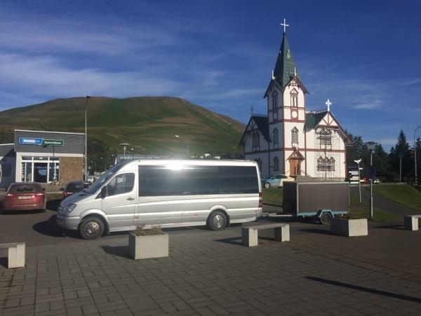 JEZEVČÍK, auta, busy / Island, Húsavík - Mercedes Sprinter - Jezevčík