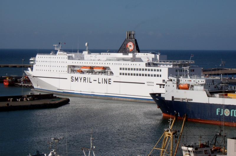 Na Faersk� ostrovy se doprav�te tak� trajektem