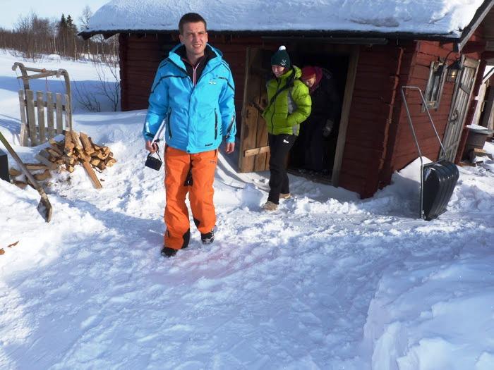 Cestovali svámi / Novinář Tomáš Poláček apravá finská sauna.