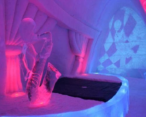 Pokoj v ledovém hotelu Lainio Snowvillage