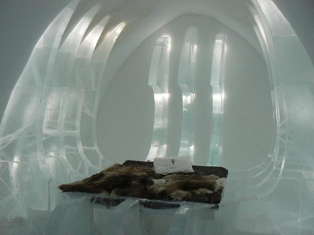 Pokoj vyšší úrovně - ledový hotel Jukasjarvi