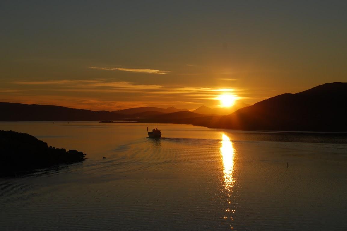 Polární slunce na severu Norska